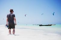 Kite surfing on yleinen harrastus Jambianin rannalla.